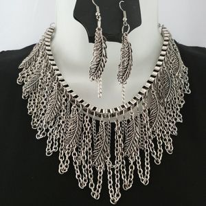NEW Boho Feather Curtain Statement Necklace Set